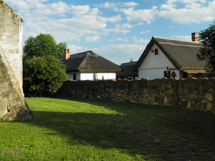 Az ócsai református templom udvarából