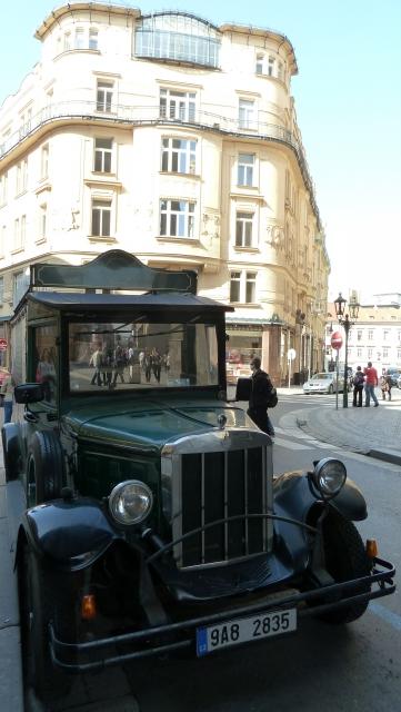 Sörszállító automobile Prágában