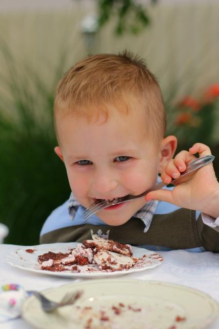 A huncut csokitortaevő