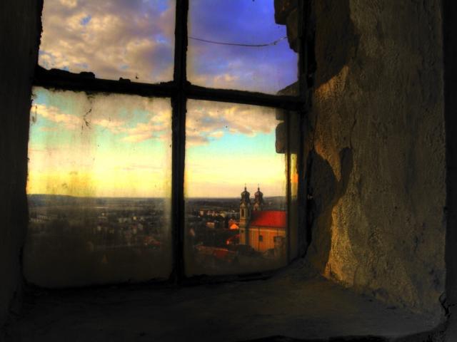Az ablakon túl